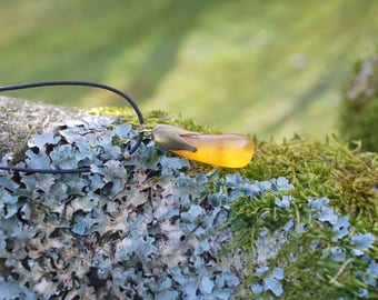 Yellow Amber Choker Unisex Pendant, Minimalist Amber Pendant, Flower Boho Hippie Amber Amulet, Delicate Unisex Pendant, Yellow Flower