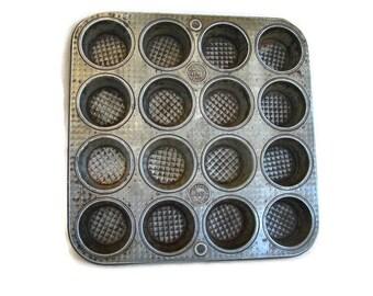 vintage bakeware, Ovenex waffle textured mini muffin pan 16 count 1930's