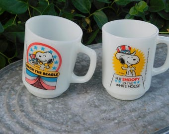 Snoopy 1980 Collectors Series Mugs, Milk Glass Cups, United Features Syndicate, Peanuts Gang, Snoopy Beagle, Charles Schulz )s*