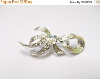 ON SALE Vintage Silver Tone Bow Pin Item K # 2874