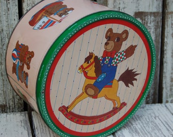 Vintage Teddy Bear Cookie Tin with cookie cutters. Rustic cookie cutters. Metal cookie cutters in cookie tin