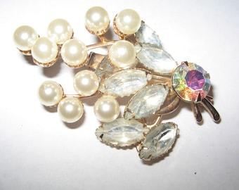 1960s Faux Pearl  Rhinestone pin brooch Costume Jewelry Vintage #e148