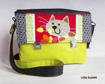 Little scarlett in green and black faux leather shoulder bag and tissue cat
