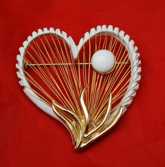 Heart Brooch - Signed Brooks - White milk Glass - Gold wire weave - Mid century pin
