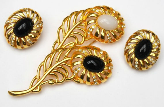 Flower brooch earrings Set - Signed Cindy Adams - Black white glass cabochon - Rhinestone - Yellow gold jewelry set