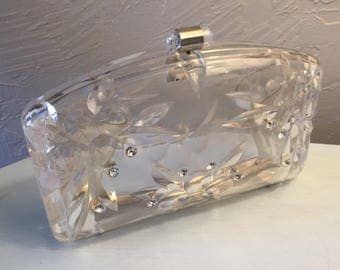 Lucite clear clutch purse, Art Deco floral inset molded pattern, ten faceted rhinestones, silver tone metal hinge, barrel shape clasp, '50's
