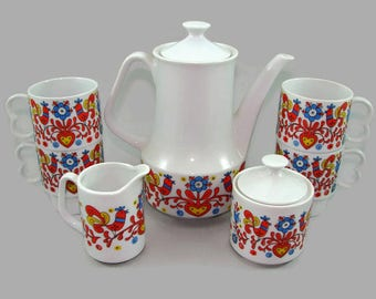 Nevco Tea Set, Pennsylvania Dutch Design Coffee Pot, 4 Mugs, Creamer and Covered Sugar Bowl