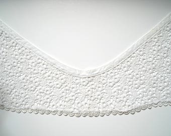 Large vintage white lace collar 38 cm long, 9 cm and 18 cm at widest point.