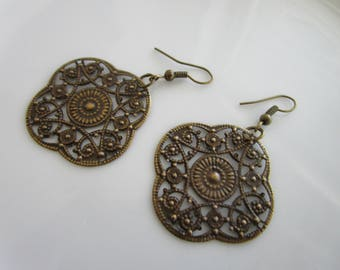 SALE - Antique bronze skeleton daisy flower earring - clearance earrings - flower earrings - daisy earring - bronze earrings - flower dangle