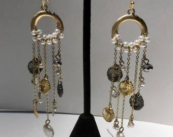Glamorous Modern Pearl Dangle Earrings