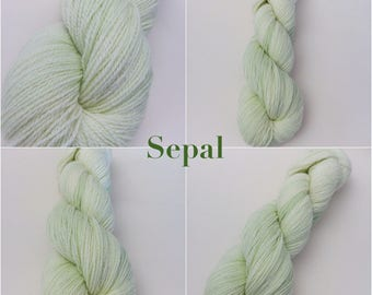 Last ones! Last skeins left in the colourways: Sepal, Lilac, Primrose, Marina. Available at a discounted price