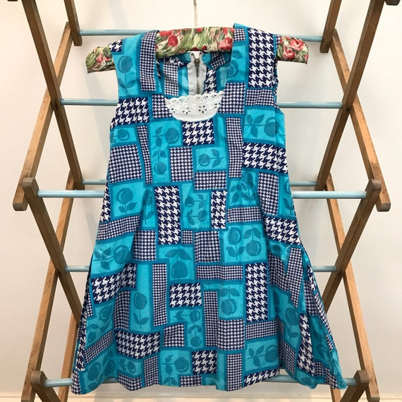 Vintage girls 1960s flower power print turquoise blue dogtooth cotton dress shift dress age 4 60s Mod kidswear