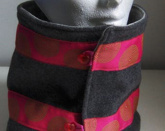 Collar snood in gray and pink