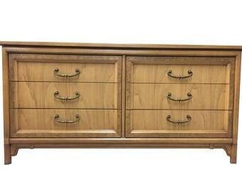 Customizable United Transitional Dresser   1024-02840