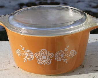 Butterfly Gold 473 Round Casserole and Lid by Pyrex