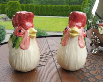 Adorable Vintage Rooster Salt and Pepper Shakers