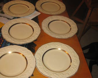 Vtg Crowne Ducal FLorentine of England Ivory Embossededges 22 k  GOld ringcenter  1940 Plates 9.5 in elegant gorgeous England Florentine