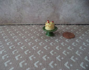 1:12 scale Dollhouse Miniature green ceramic cake stand w/cake