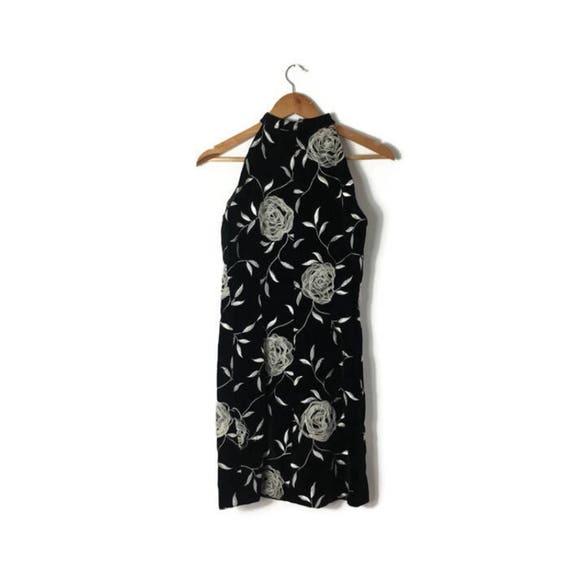 70s body con velvet dress / sexy black short dress with applicated white roses / balck velvet party dresses / LDB / xmas party dress / UK 8