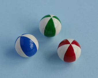 3 Beach Balls in Striped Colours - 1:12 Scale Dollhouse Miniatures, Red, Blue, Green and White, for Garden, Toy Shop, Vacation or Circus