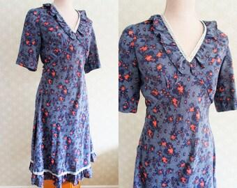 Peasant style Vintage dress. Small size peasant vintage dress.