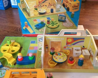1978 FISHER PRICE Little People #929 Play Family Nursery School with Box and Roof