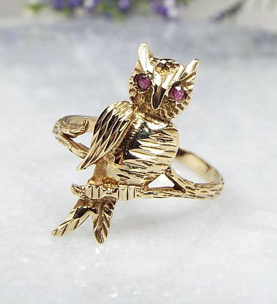 Vintage 1989 9ct Yellow Gold Statement Owl Bird Ruby Eyes Ring / Size O