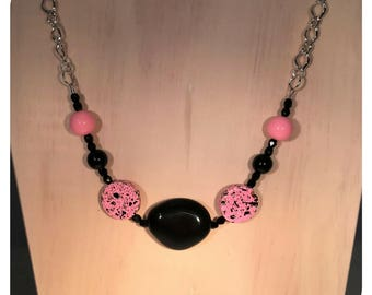 Acrylic Necklace, Choice of Pink/Black or White/Black