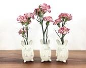 bunny rabbit vase / bud vase / vintage white bunny rabbit / one bunny