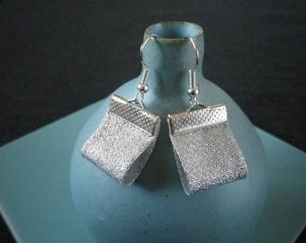 Earrings in silver glitter fabric