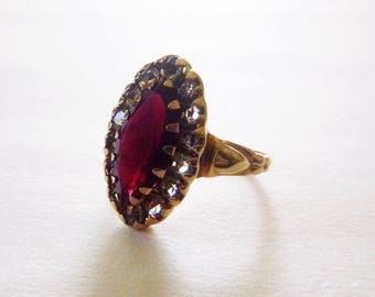 1930s Art Deco 10k yellow gold garnet red and clear paste glass stone navette ring size 7.75