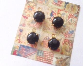4pcs vintage 50s Black opaque glass round pendants 8mm