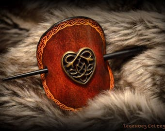 Hair clip round Celtic love