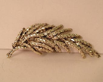 ON SALE Lovely Silver Tone Metal Brooch Pin Pine Needles Fern Floral Foliage