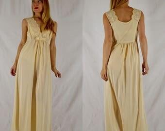 S/M 1970s Buttercream Lace Nylon Nightgown