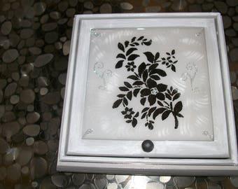 Jewelry box for vintage jewelry box