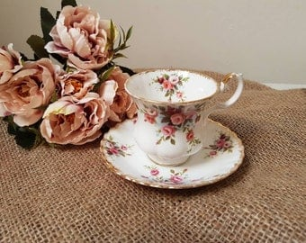 Vintage//Royal Albert//Cottage garden//tea cup and saucer//gold edge//Fine bone China made in England//brocant//serving//Tea
