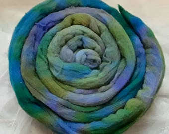 Felting, spinning, textiles, ILe-de-France Hand painted roving rainbow, tye dye, fantasy 100g kettle dye roving, Green, blue lilac.