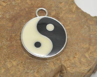 1 yin yang charm 2 cm black and White Sun 2x2.5 cm diam.
