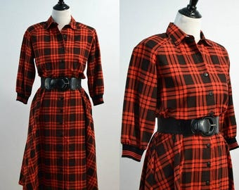 SUMMER SALE 80s Plaid Shirt Dress / Vintage 1980s Carriage Court / Flare Skirt Dress / Red Black Plaid / Small S Medium M / Cotton Dress wit
