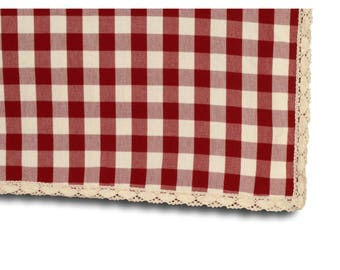 Square tablecloth 150 X 150 with lace