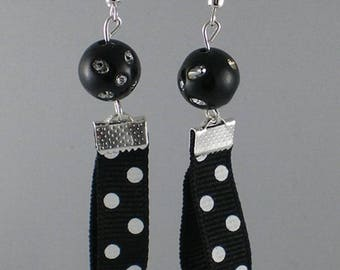 Boucles012 - Black polka dots Ribbon earrings