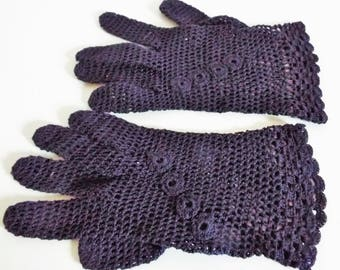 Vintage 1940's  Ladies  Navy Crochet   Wrist Gloves  Piquet Edge Flower Top Size Medium