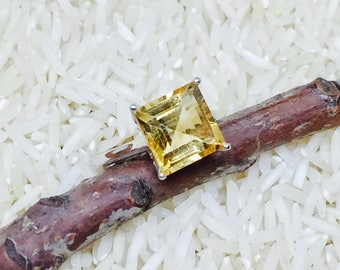 Citrine Ring set in sterling silver 925. Genuine natural stone. Size 6 1/2. Stone size -10mm.