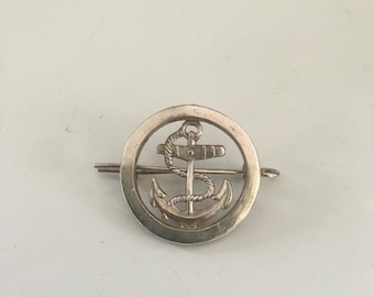 French Navy cap / beret badge in white metal , vintage with mounting pin to rear !