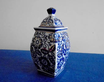 Chinese Vintage Porcelain, Square Ginger Jar with Lid with patterns of blue and gold beautiful Flowers
