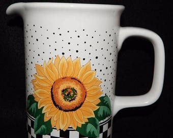 ON SALE Tabletops Unlimited SUNNY Large Pitcher Holds 32 oz. Sunflowers, Black & White Checks on Border, Both Sides, Near Mint Condition 6 3