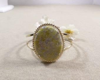 Beautiful Vintage Gold Tone Green Speckled Glass Clamper Bracelet  DL#2791