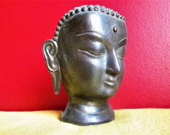 Buddha head in cast bronze metal, 1950s Nepalese art