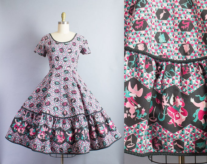 1950s Folk Novelty Print Dress/ Small (36B/26W)